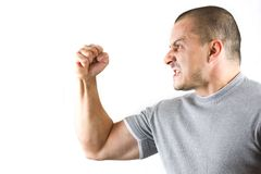 Hombre agresivo que muestra su puño aislado en blanco fotos de archivo libres de regalías