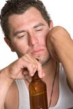 Hombre alcohólico deprimido imagen de archivo libre de regalías