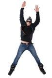 Hombre alegre joven en el salto del desgaste del invierno Imagen de archivo libre de regalías