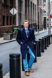 Hombre americano joven que viaja en Nueva York Imagen de archivo libre de regalías
