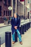 Hombre americano joven que viaja en Nueva York Imágenes de archivo libres de regalías