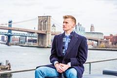 Hombre americano joven que viaja en Nueva York Imagen de archivo