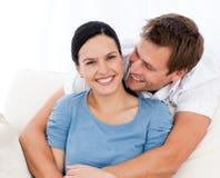 Hombre apasionado que abraza a su novia imágenes de archivo libres de regalías