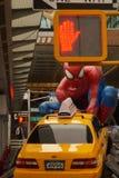 Hombre araña con el coche Foto de archivo libre de regalías