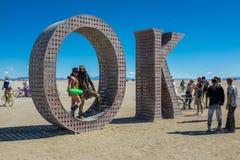 Hombre ardiendo, Nevada, los E.E.U.U., septiembre, 6, 2015: Asistentes en el festival ardiendo del hombre que se coloca en y alre imágenes de archivo libres de regalías