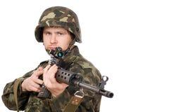 Hombre armado que lleva a cabo el svd Imagenes de archivo