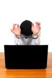 Hombre arrestado con el ordenador portátil Imágenes de archivo libres de regalías