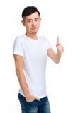 Hombre asiático con el pulgar para arriba Fotos de archivo