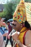 Hombre asiático en traje en un carnaval Imagen de archivo