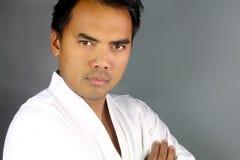 Hombre asiático joven en un kimono Imagen de archivo