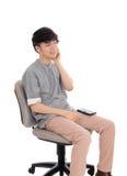 Hombre asiático que disfruta de la música Fotos de archivo