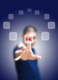 Hombre asiático que empuja el botón aceptable Imagen de archivo libre de regalías
