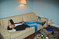 Hombre asiático que tiene resaca después de partido Fotografía de archivo