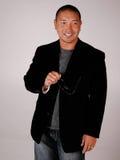 Hombre asiático sonriente atractivo imagen de archivo