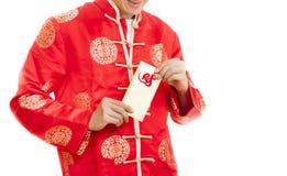 Hombre asiático Sostener el dinero en sobres rojos Año Nuevo chino en wh Fotos de archivo libres de regalías