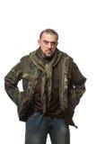 Hombre asustadizo adulto en una chaqueta del camuflaje A Fotografía de archivo