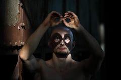 Hombre asustadizo con la cara pintada Imágenes de archivo libres de regalías