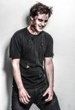 Hombre asustadizo y sangriento del zombi Imagen de archivo