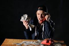 Hombre asustado con el teléfono Imagenes de archivo