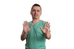 Hombre asustado que gesticula la parada con las manos Foto de archivo