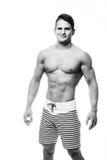 Hombre atlético atractivo que muestra el ABS del cuerpo muscular y del sixpack, aislado sobre el fondo blanco Torso nacked varón  Foto de archivo