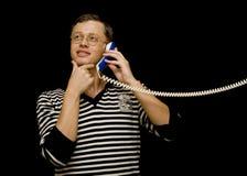 Hombre atractivo con el tubo del teléfono Fotos de archivo libres de regalías