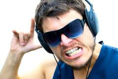Hombre atractivo con los auriculares Imagen de archivo