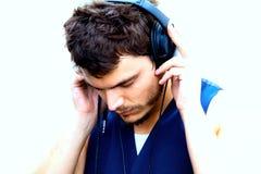 Hombre atractivo con los auriculares Imagen de archivo libre de regalías