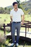 Hombre atractivo con un estilo de muy buen gusto Fotos de archivo