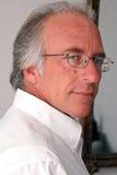Hombre atractivo en camisa de alineada Fotos de archivo libres de regalías