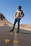 Hombre atractivo en el camino Imagen de archivo libre de regalías