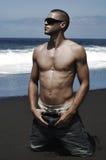 Hombre atractivo en la playa Imágenes de archivo libres de regalías