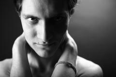 Hombre atractivo joven Fotos de archivo libres de regalías
