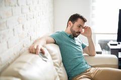 Hombre atractivo thiking en sus problemas Foto de archivo libre de regalías