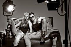 Hombre atractivo y mujer que hacen un lanzamiento de foto de la manera Imagenes de archivo