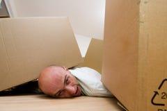Hombre atrapado bajo los rectángulos Fotos de archivo libres de regalías