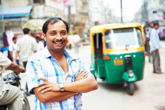Hombre auto indio del programa piloto del tut-tuk del carrito Fotos de archivo