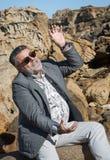 Hombre barbudo atractivo en la costa Fotografía de archivo