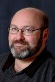 Hombre barbudo calvo sonriente Imagenes de archivo