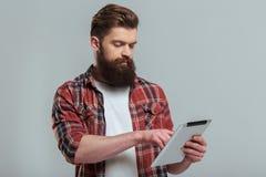 Hombre barbudo con el artilugio Foto de archivo