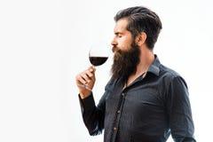 Hombre barbudo con el vino fotos de archivo