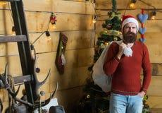 Hombre barbudo de la Navidad con el saco Imagen de archivo