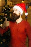Hombre barbudo de la Navidad en guantes Fotos de archivo libres de regalías