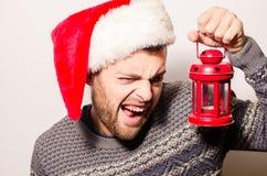 Hombre barbudo hermoso, Año Nuevo, fondo de la Navidad Imágenes de archivo libres de regalías