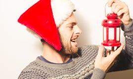 Hombre barbudo hermoso, Año Nuevo, fondo de la Navidad Imagen de archivo libre de regalías