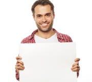 Hombre barbudo joven que muestra el letrero en blanco Fotografía de archivo