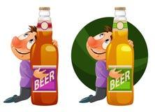 Hombre borracho que abraza una botella de cerveza Partido de Oktoberfest o apenas a Fotos de archivo