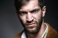 Hombre brutal con una mirada severa Imagen de archivo libre de regalías