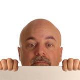 Hombre calvo que mira sobre muestra imágenes de archivo libres de regalías
