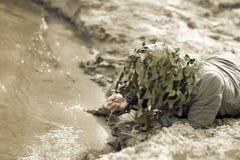 Hombre camuflado militar Imagenes de archivo